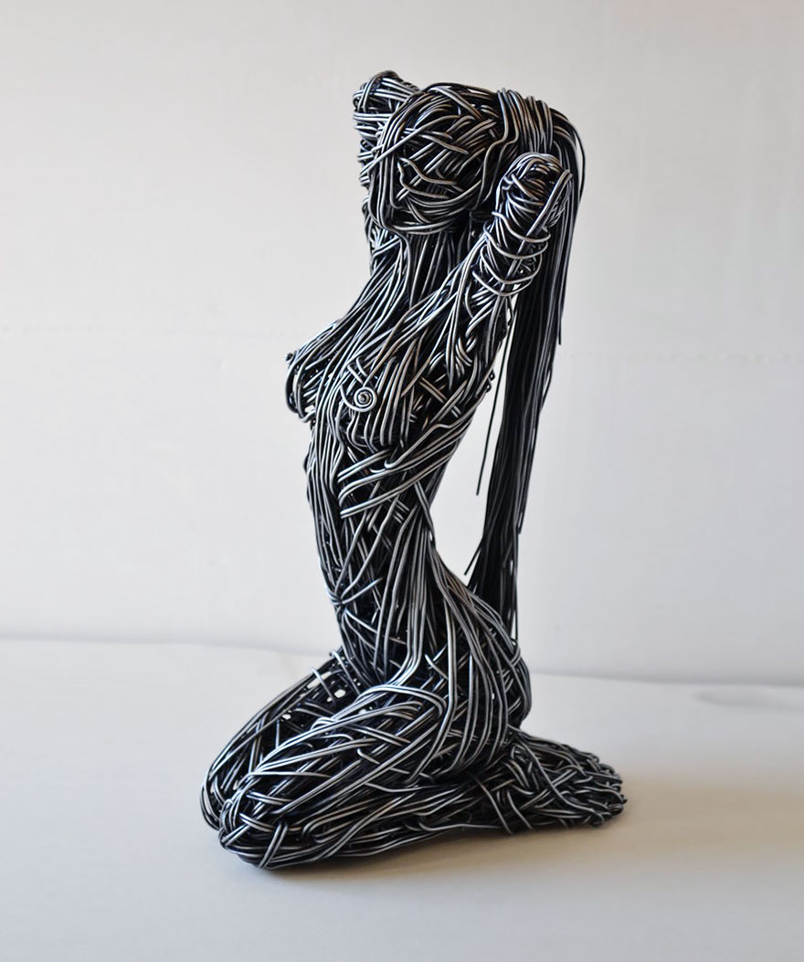 Wire People Sculpture Clay Center Audioclippingdetectorcircuitjpg Stunning Sculptures Capture The Movement Of Human Body Rh Boredpanda Com
