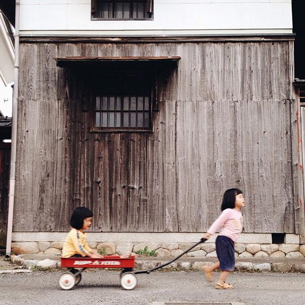 childhood-twin-sisters-family-pictures-sunmoooon-akira-oozawa-13