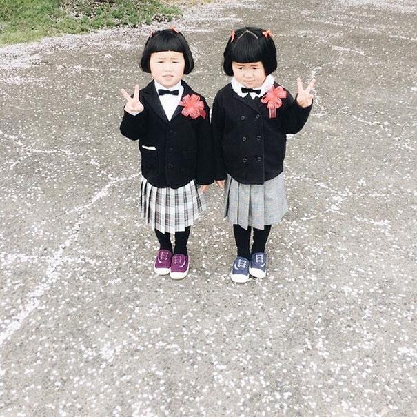 childhood-twin-sisters-family-pictures-sunmoooon-akira-oozawa-2