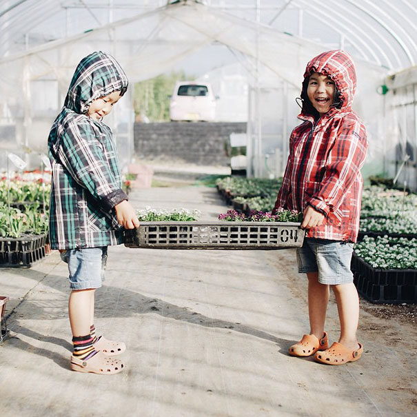 childhood-twin-sisters-family-pictures-sunmoooon-akira-oozawa-8