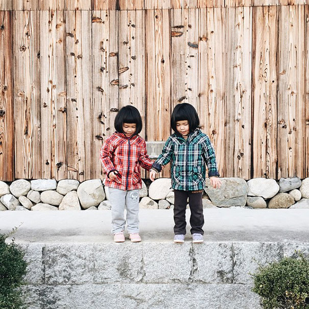 childhood-twin-sisters-family-pictures-sunmoooon-akira-oozawa