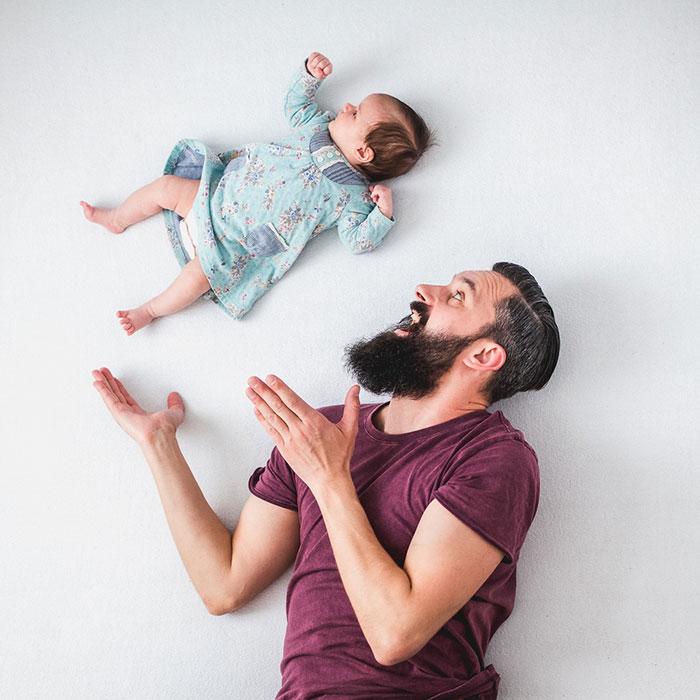 dad-baby-girl-playful-photography-ania-waluda-michal-zawer-22