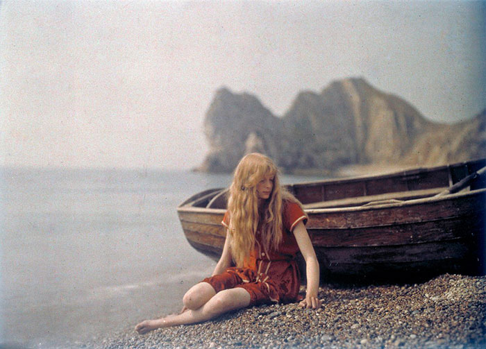 Christina In Red: Rare 1913 Color Photos Show How People Lived 100 Years Ago