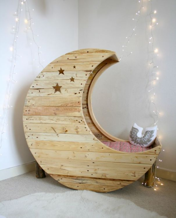 Moon Shaped Baby Crib