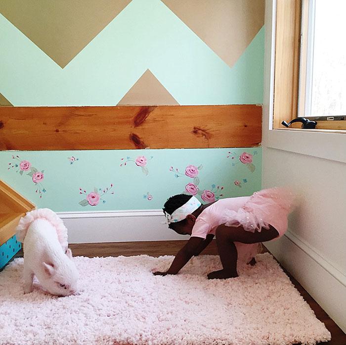 girl-piglet-friendship-tutu-twins-libby-pearl-11