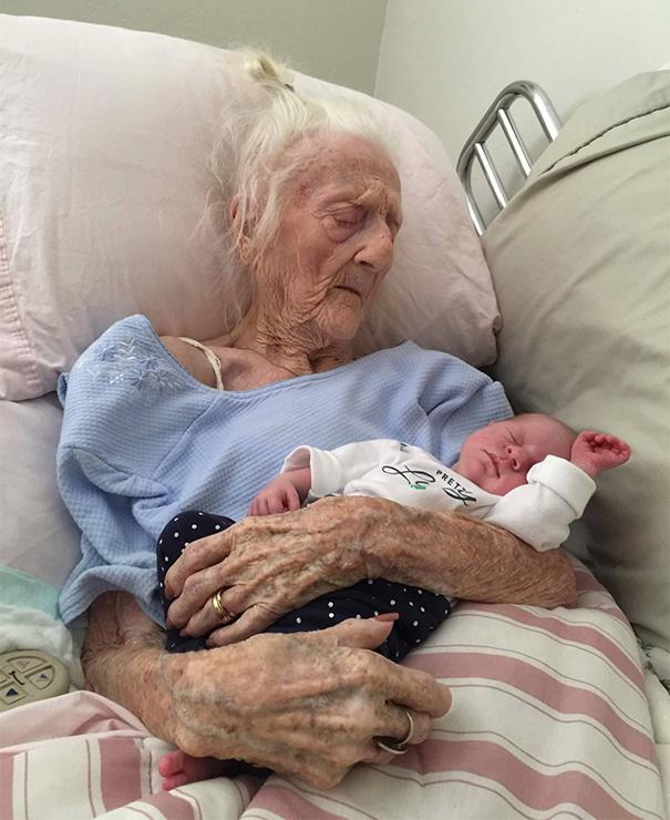 newborn-baby-girl-meets-grandma-101-year-difference-rosa-camfield-3