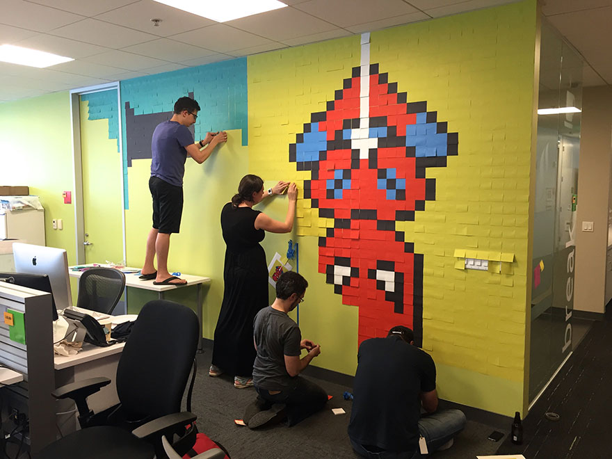 worker uses 8 024 post it notes to turn boring office. Black Bedroom Furniture Sets. Home Design Ideas