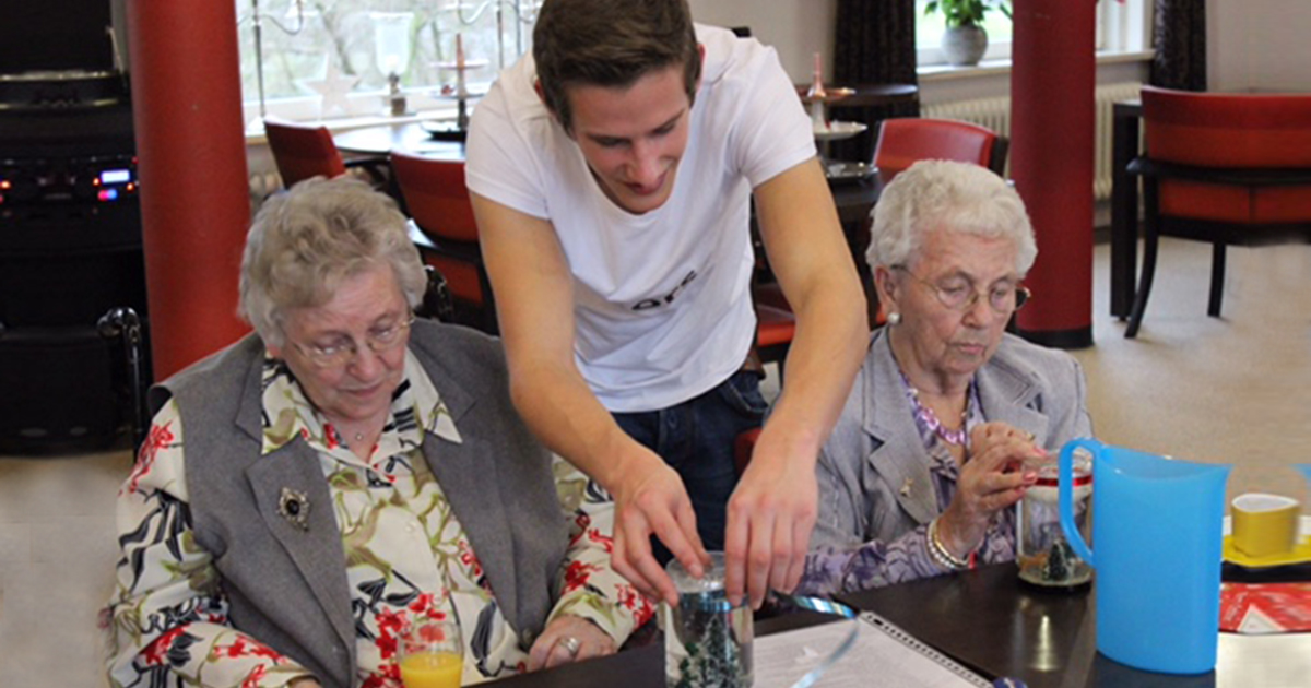 Dutch Retirement Home Offers Students Free Rent For Time Spent With Elderly Residents