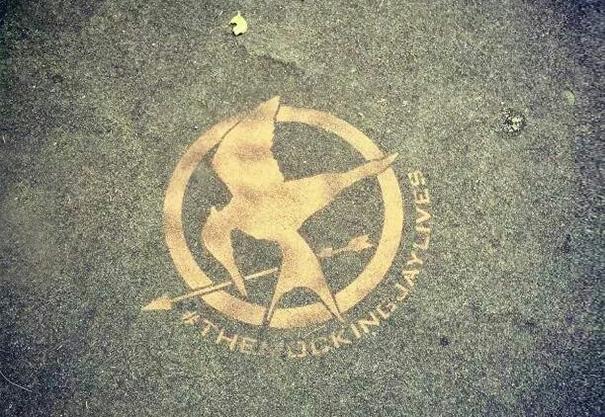 Mockingjay Sign Looks Like Johny Bravo Holding An Arrow