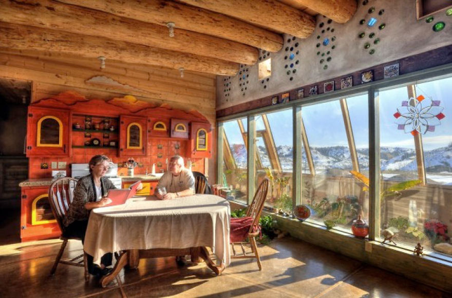 40 Bloody Good Reasons You Need To Build An Earthship