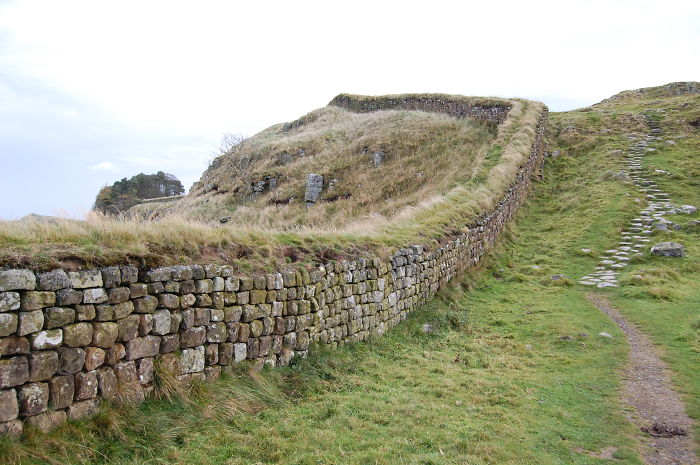 Hadrian's Wall Scotland -england ( Built Because The Romans Were Afraid Of The Scots)