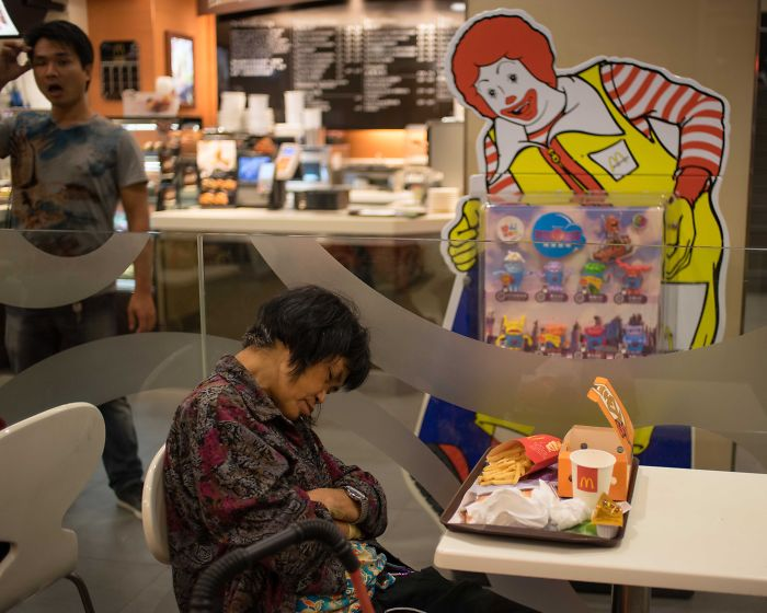 Hong Kong's Mcdonalds Becomes A Home For The Homeless At Night