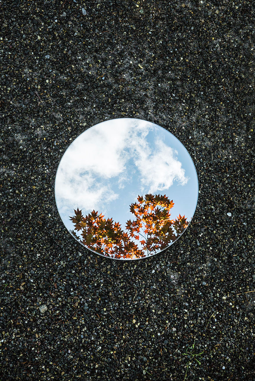Symmetry And Silence In Round Mirror Reflections