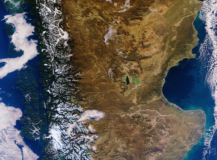 The Real Border Between Chile (left) And Argentina (right): Cordillera De Los Andes
