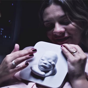 Blind Pregnant Woman 'Sees' Her Unborn Baby For The First Time With 3D Printing