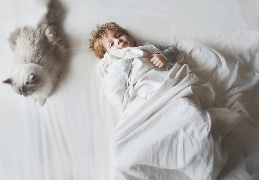 boy-cat-friendship-beth-mancuso-19
