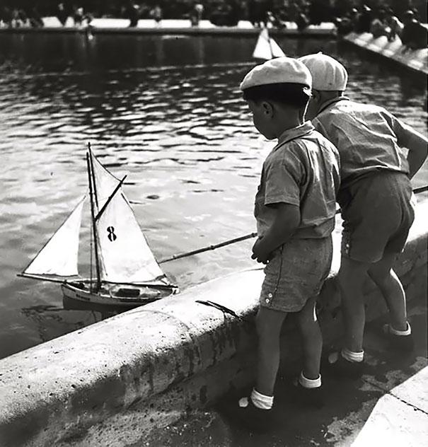 Children Playing In Parisn 1938