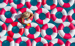 Poolside Photos With 1,000 Inner Tubes Bring Back 1960s Mediterranean Glamor