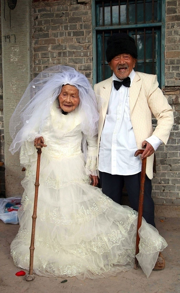 101-Year-Old Groom And 103-Year-Old Bride Pose For Their First Wedding Photo