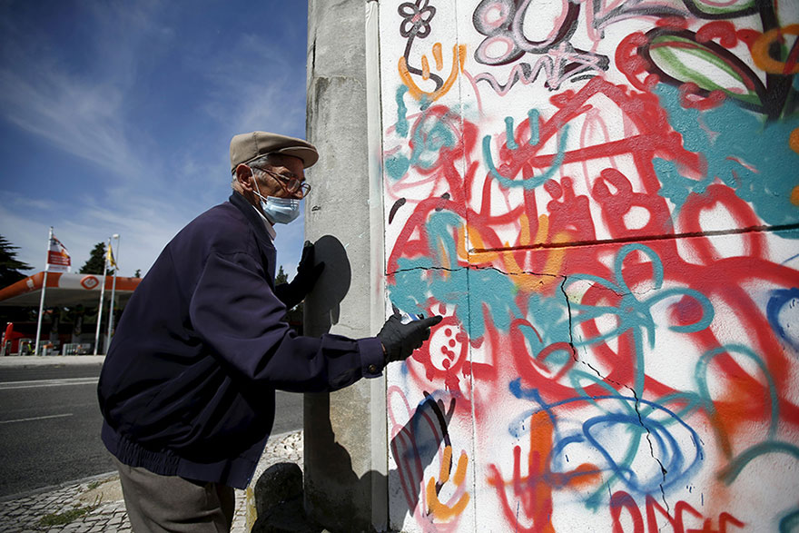 Awesome Elderly Street Artists Destroy Age Stereotypes In