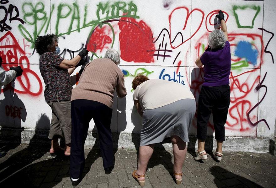 elderly-paint-graffiti-lisbon-lata-65-16