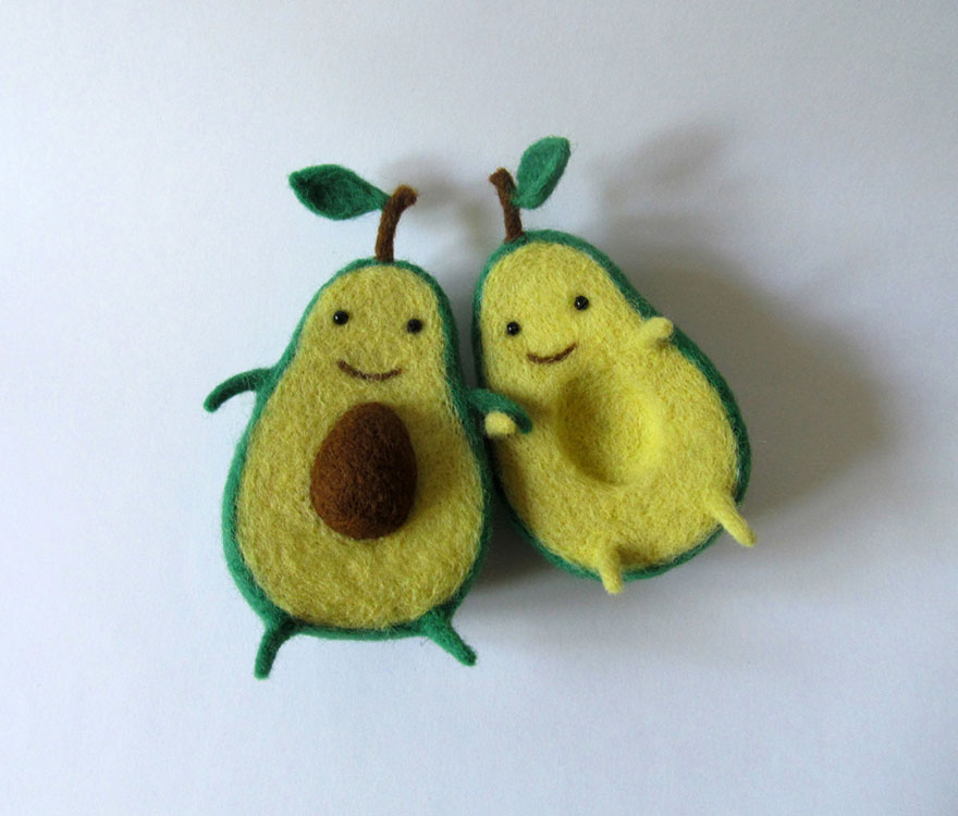 felt-wool-sculpture-avocado-love-anna-dovgan-1