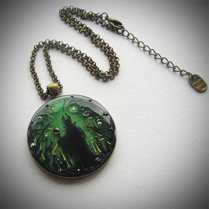 hand-painted-miniature-scenes-jewelry-samantha-lucy