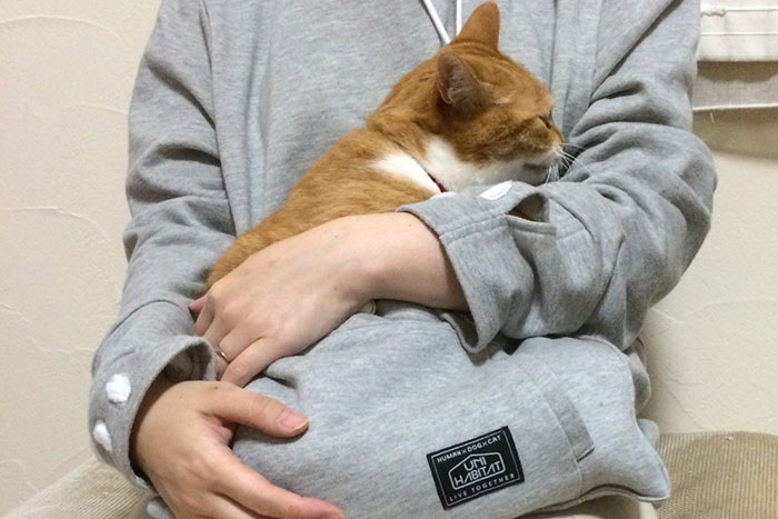 hoodie-cat-pouch-pocket-sweatshirt-mewgaroo-10