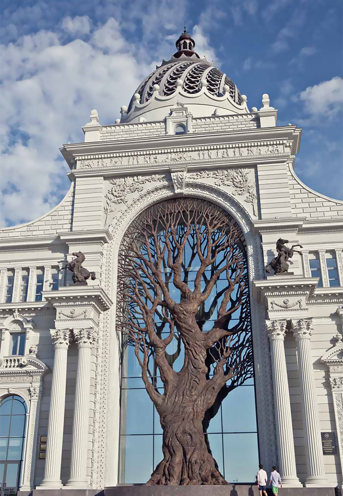 Giant Iron Tree Built In Russia's Ministry Of Agriculture To Cast Shadow Over Archway