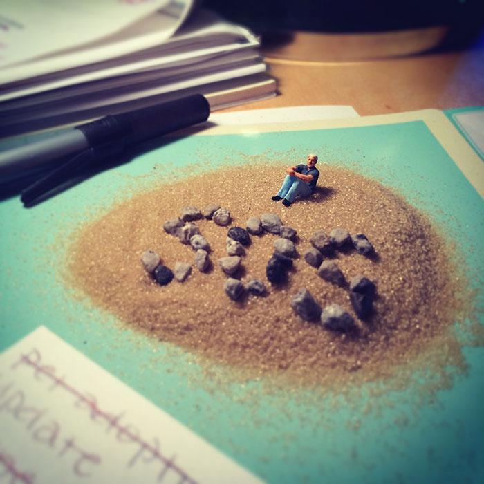 office-frustration-miniature-figures-photography-derrick-lin-2