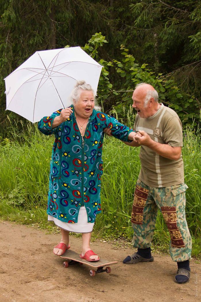 http://static.boredpanda.com/blog/wp-content/uploads/2015/05/old-couples-having-fun-19__700.jpg