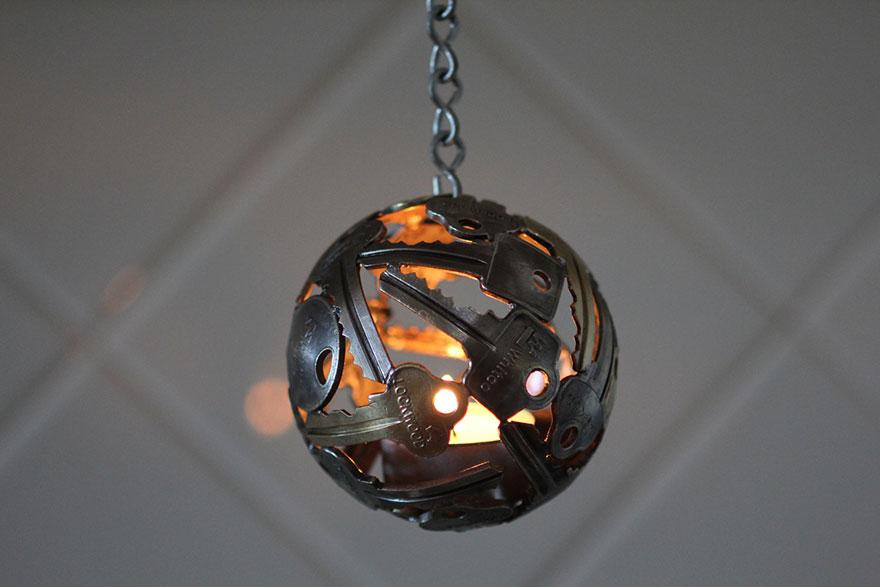 reciclados-metálicos esculturas-key-coin-michael-moerkey-5