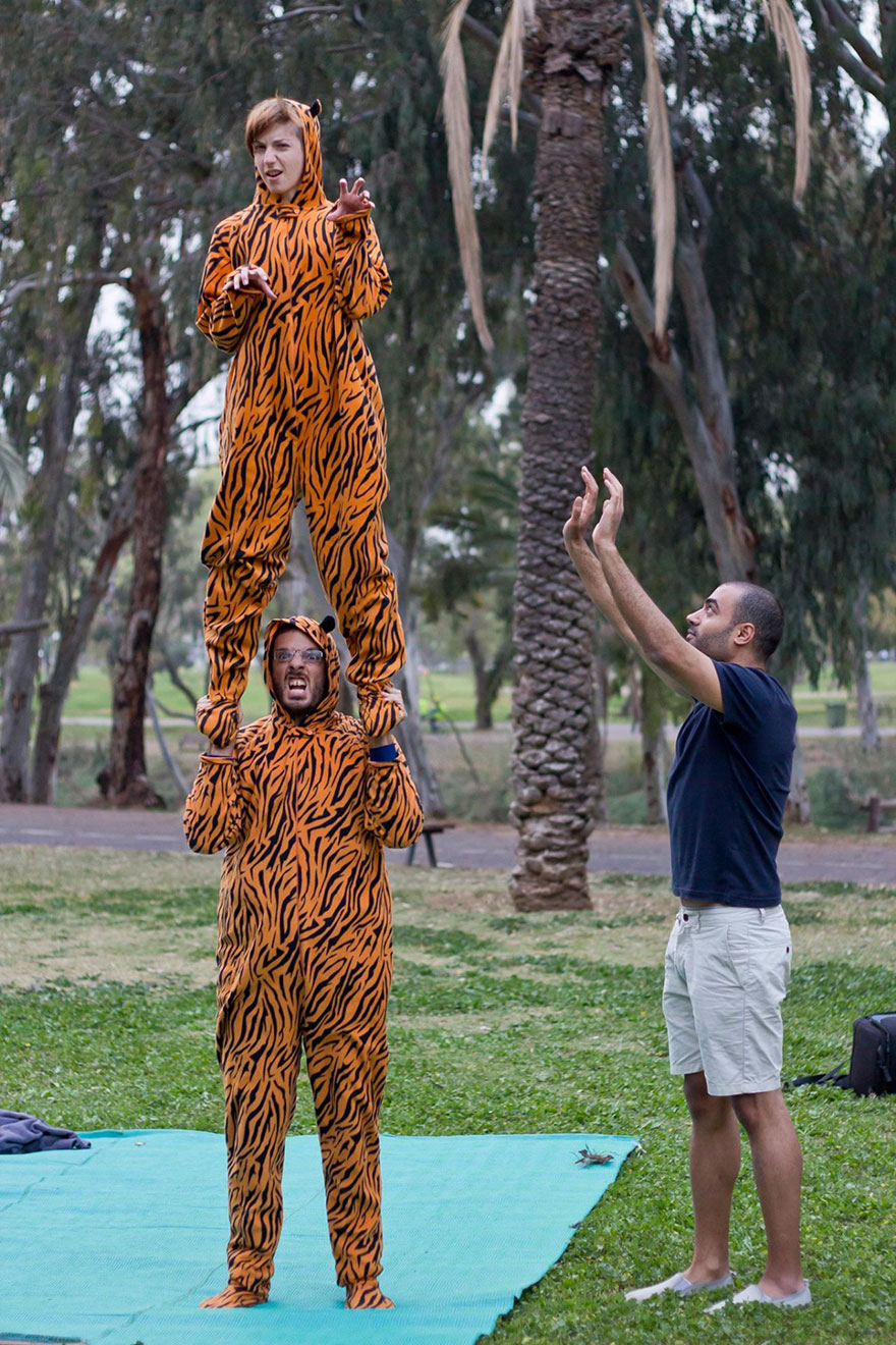 street-photography-the-tiger-suit-yogli1