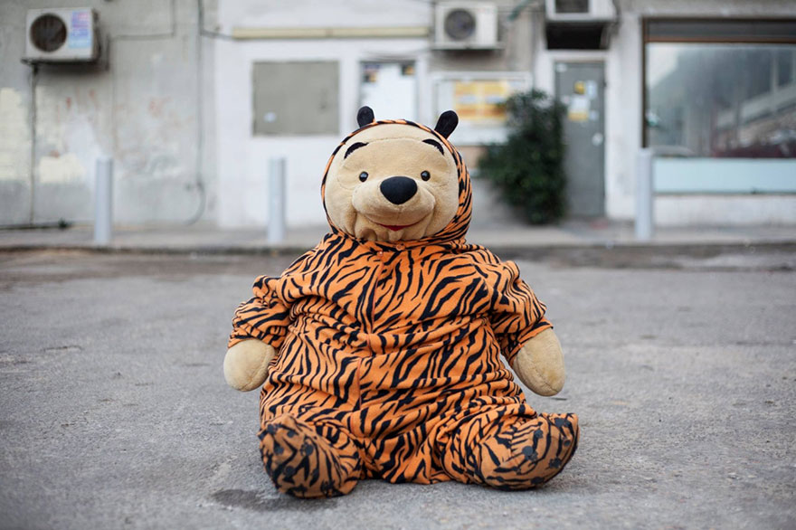 street-photography-the-tiger-suit-yogli12