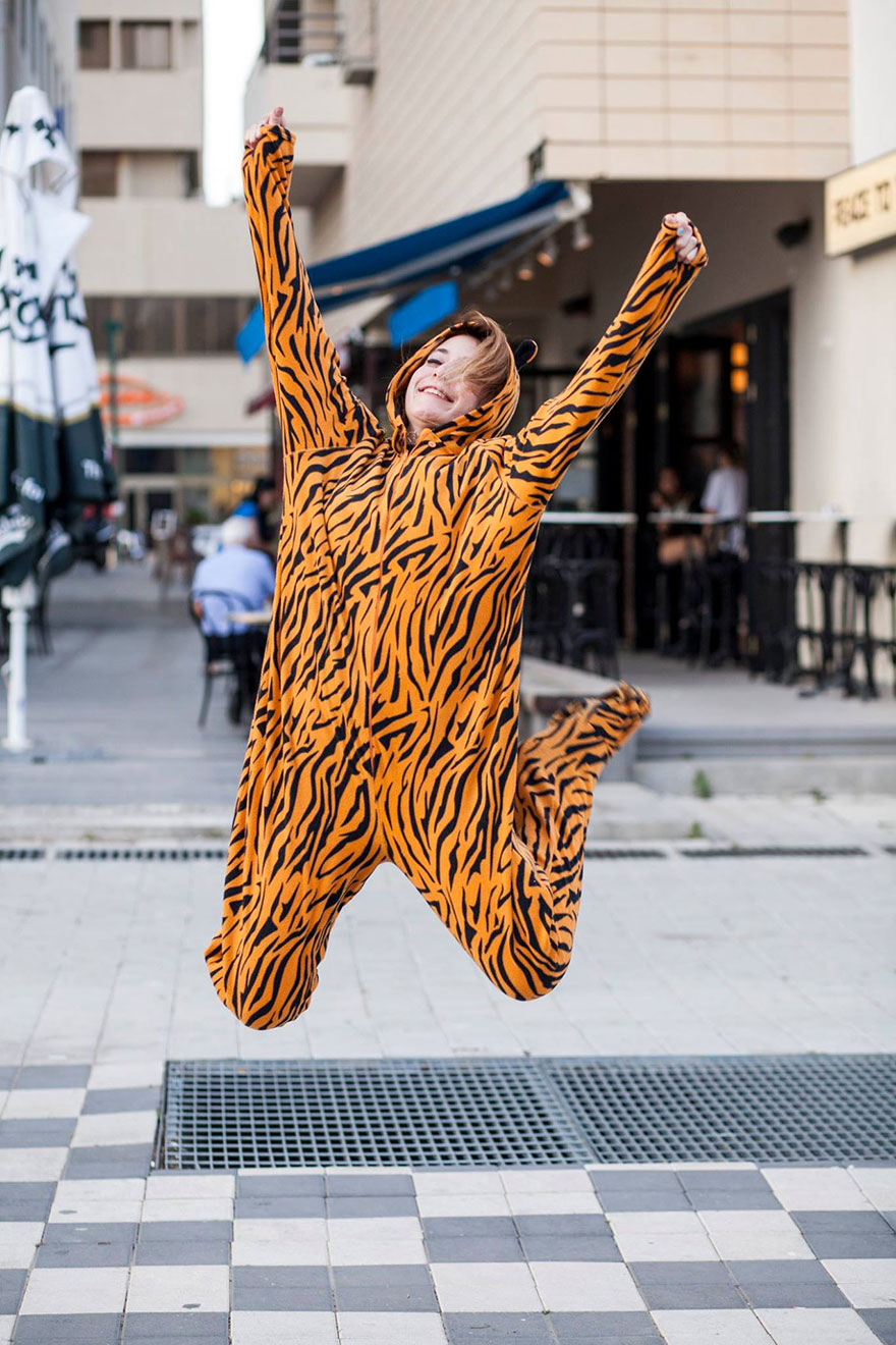 street-photography-the-tiger-suit-yogli14