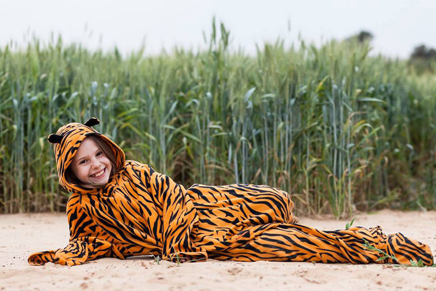 street-photography-the-tiger-suit-yogli19