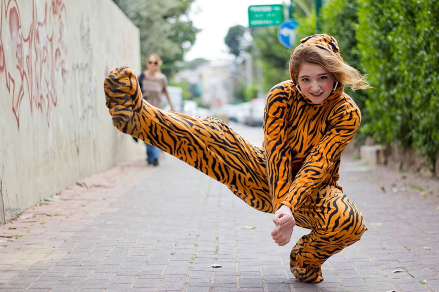 street-photography-the-tiger-suit-yogli2
