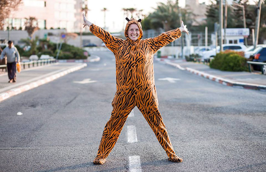 street-photography-the-tiger-suit-yogli20