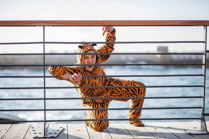 street-photography-the-tiger-suit-yogli21