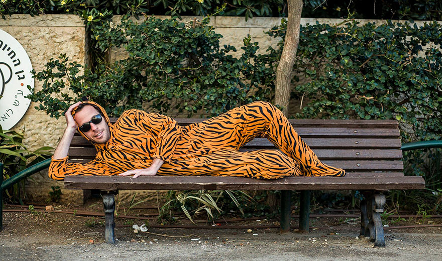 street-photography-the-tiger-suit-yogli23
