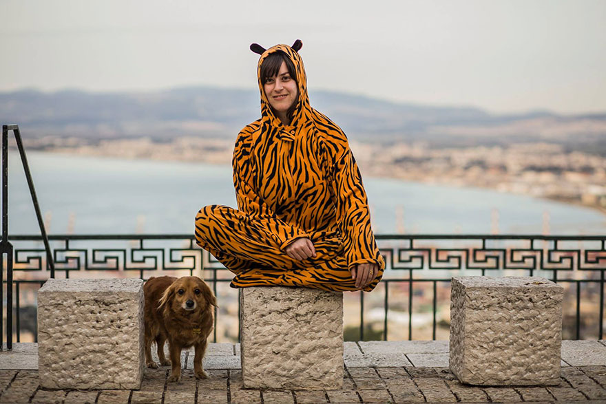street-photography-the-tiger-suit-yogli25
