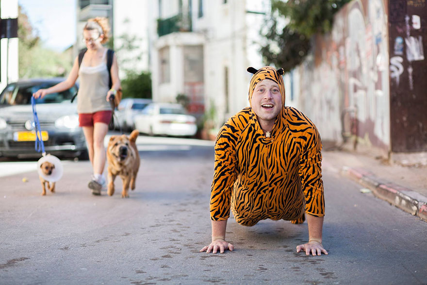 street-photography-the-tiger-suit-yogli26