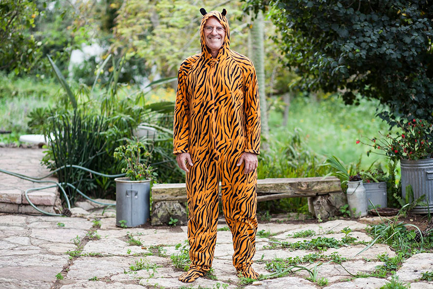 street-photography-the-tiger-suit-yogli28