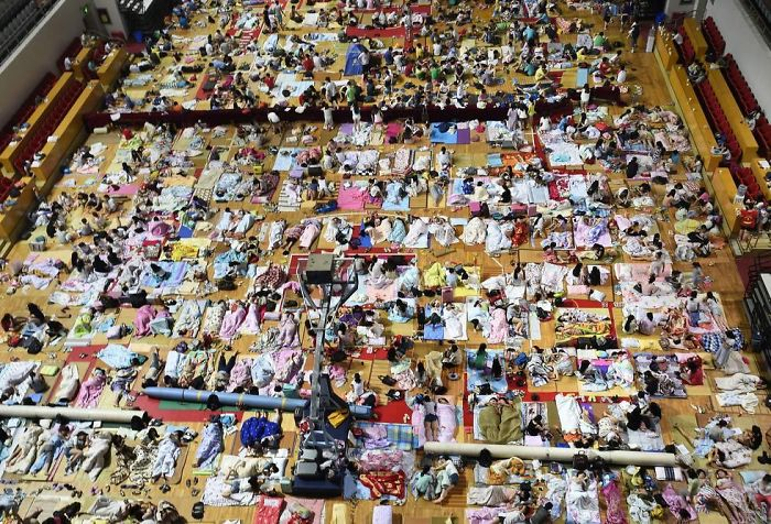 Thousands Of Chinese Students Spend Their Nights In Sports Hall Hiding From Unbearable Heat