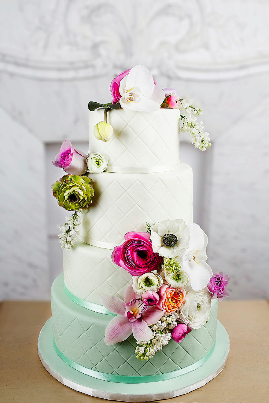 Stunning Wedding Cake Inspired From The Haute Couture | Bored Panda