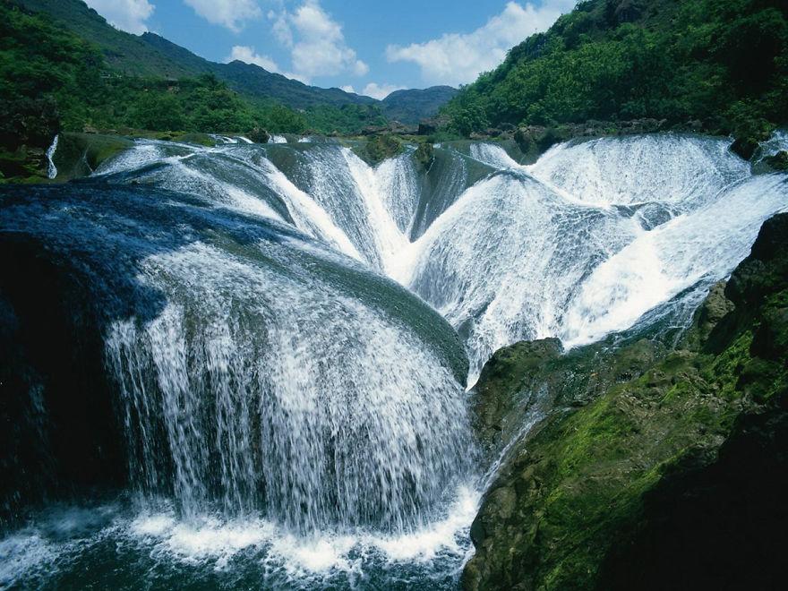 Yinlianzhuitan Waterfall