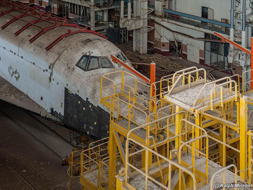 abandoned-soviet-space-shuttle-hangar-buran-baikonur-cosmodrome-kazakhstan-ralph-mirebs-22