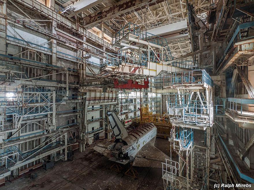 abandoned-soviet-space-shuttle-hangar-buran-baikonur-cosmodrome-kazakhstan-ralph-mirebs-29