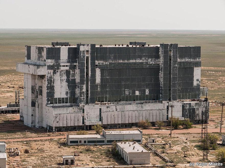 abandoned-soviet-space-shuttle-hangar-buran-baikonur-cosmodrome-kazakhstan-ralph-mirebs-7