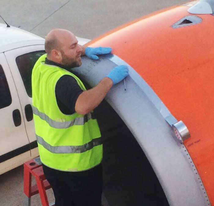 easyjet-airplane-speed-tape-600mph-adam-wood-tweet-3